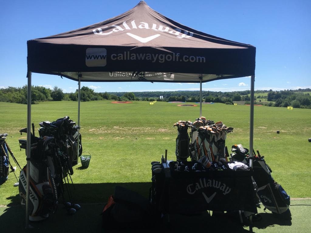 Callaway Pavillion auf der Driving Range am Golfschläger-Fitting Tag